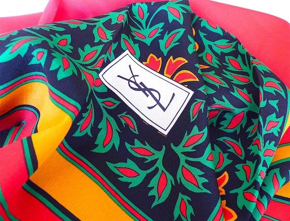 726e001c1c10 Foulard SAINT LAURENT Vintage Carré YSL Soie Rouge Noir   Etsy