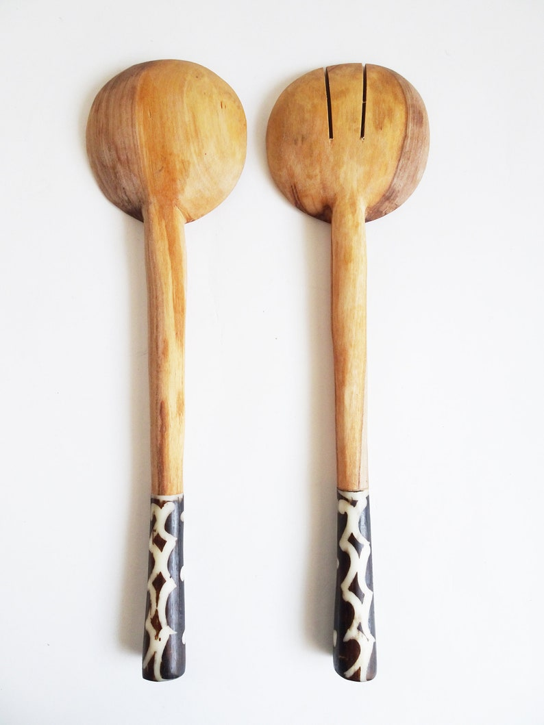 KENYA 14 Long Handle Olive Wood /& Batiked Bone Salad Server Set