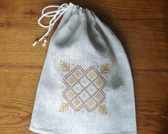 Linen reusable bread bag, Bread keeper, Embroidered bag, Linen drawstring bag, Rustic bread bag.