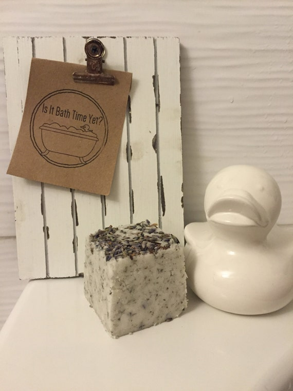 Lovely Lavender Bath Bomb//Belle bombe Lavender Bath