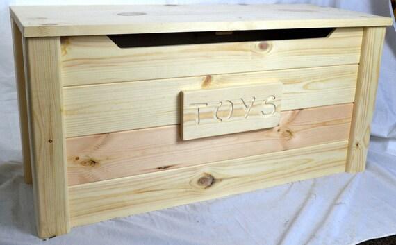 pin rustique en bois fabriqu s la main malle coffre. Black Bedroom Furniture Sets. Home Design Ideas