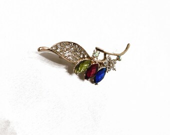 THREE FLOWER RHINESTONE Pin Vintage Gold Tone Detailed Blue, Red, Green, Clear Bright Eye Catching Stunning Nature Beautiful Brooch! 2010