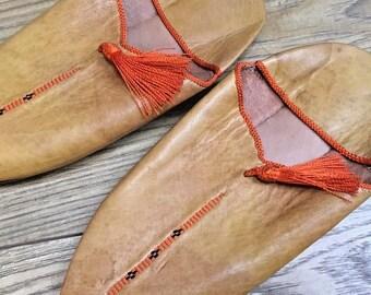 8c506698e3b8 Vintage Mens Yellow Leather Orange Tassel Slipper Hippy Moroccan Smoking  Travel
