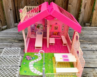 1992 Fold N' Fun Barbie Doll House