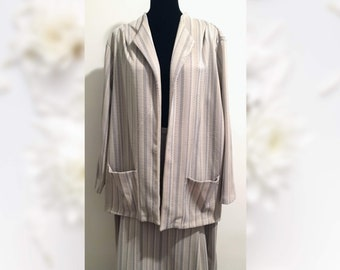 1970s Women's Beige with Herringbone Pattern Skirt Suit