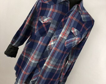 a2ab62bac4 Vintage Wrangler 16.5 16 1 2 34 Flannel Shirt X Long Tails Cowboy Cut Regular  Fit Blue Red Plaid Pearl Snap V5
