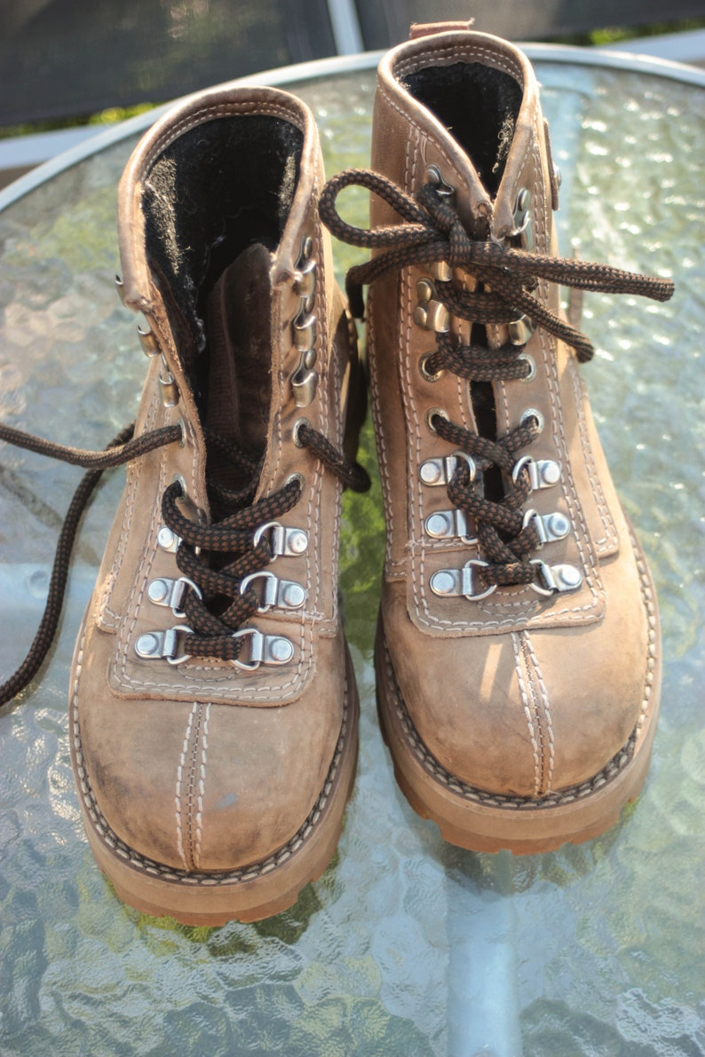b07d009feac vintage chunky boots Vagabond hiking boots beige sand brown leather lace up  chunky sole boot rivet boots