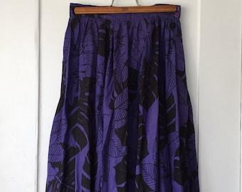 Women's Size 12 - Vintage 70s Purple Floral Print Flare Midi Skirt - Carole Little for Saint-Tropez West