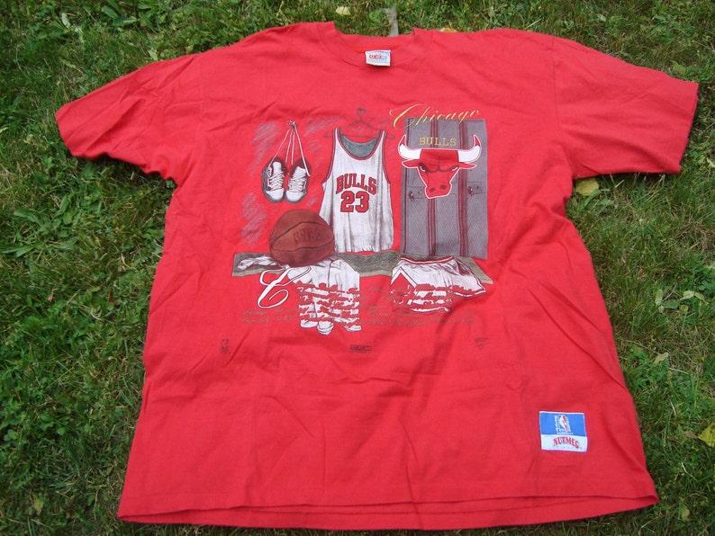59bf5df55991 NBA Chicago Bulls Nutmeg Mills Tshirt T-shirt Vintage 90s 23