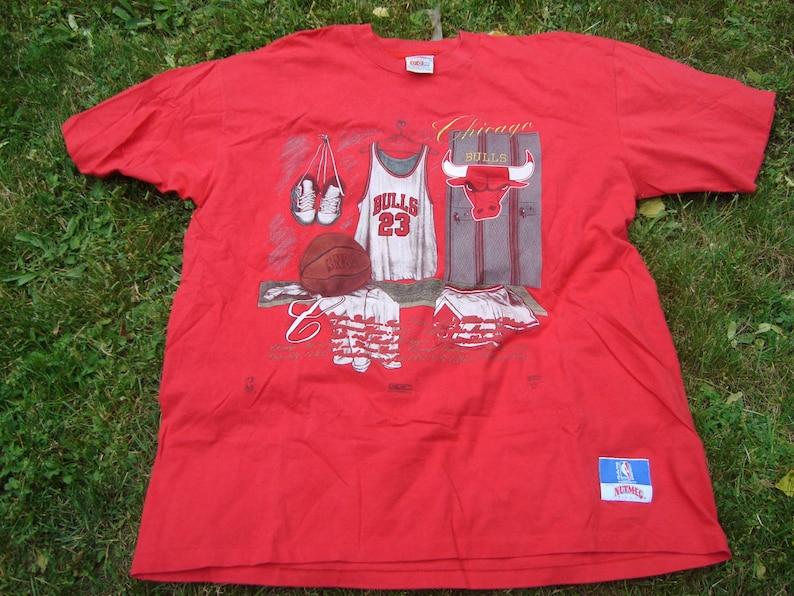 f34daaabd0a NBA Chicago Bulls Nutmeg Mills Tshirt T-shirt Vintage 90s 23