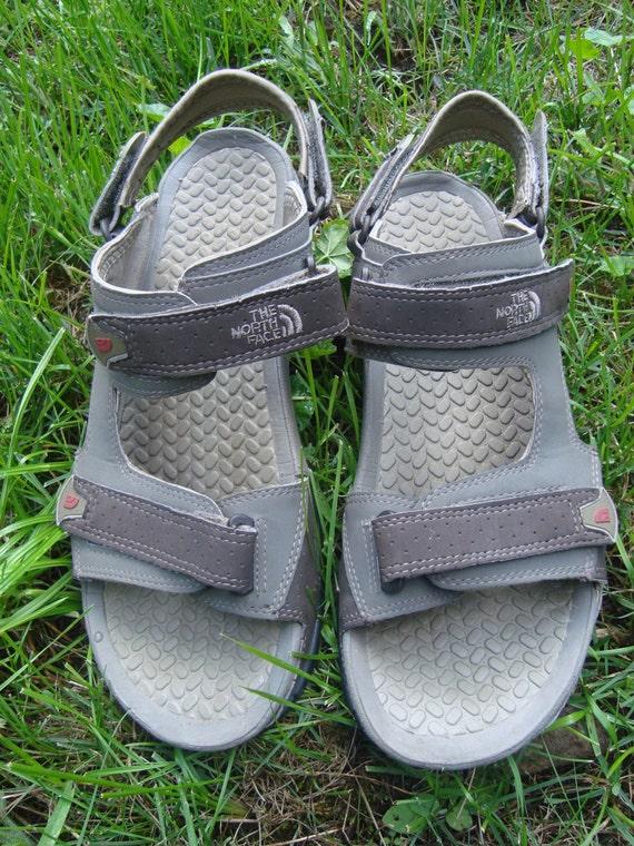 The North Face Vintage Beach Adventure Sandals Beige Grey