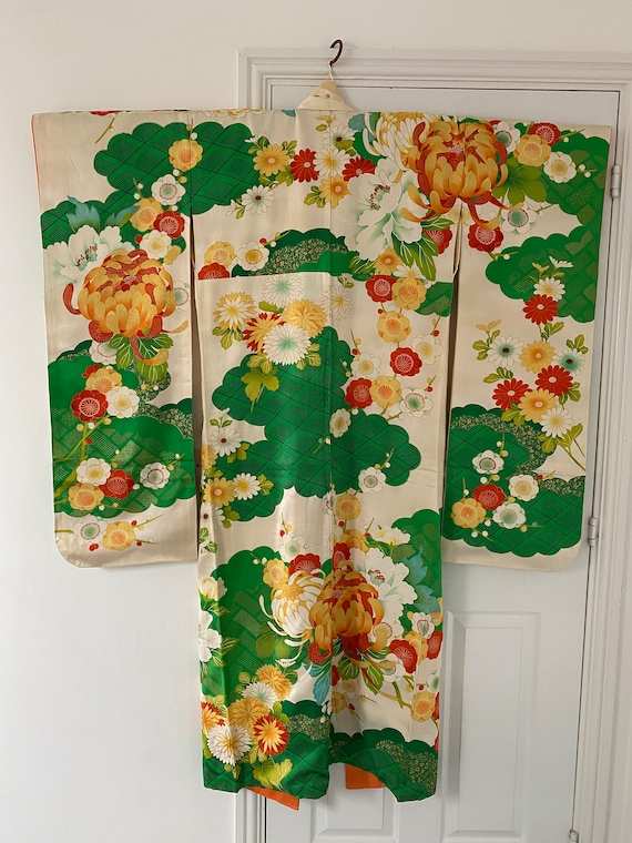 Vintage furisode with embroidery