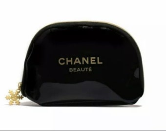 83bb55fb9ad929 CHANEL PREVIEW June *Reserve* Black Patent Leather Cosmetic Bag Gold Zipper  Snowflake Zipper Pull CC emblem Small of 3 sizes 7 x 4.5 x 2