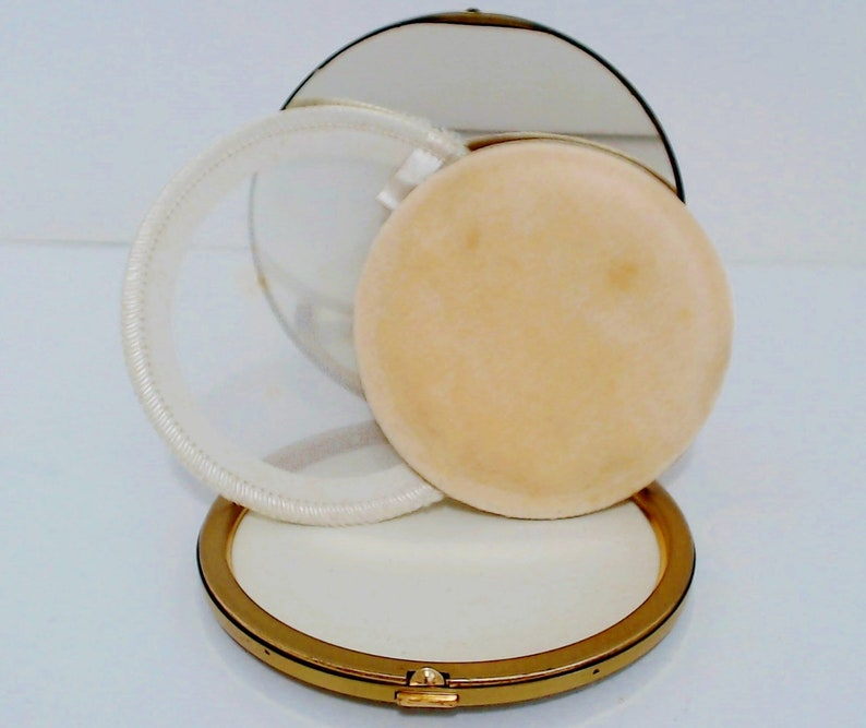 Superb USA Powder Compact Jeweled Case Unused Puff Signed National Art Fifth Avenue Crystal Rhinestone Lid Design Original Box Excellent