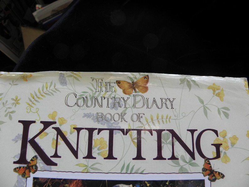 over 50 projects with instructions The Country Diary Book of Knitting hardcover dustjacket 1993 Bloomsbury Books by A Mitchell NEW COPY