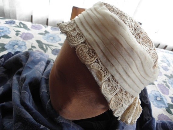 Vintage Ladies hat, 1930s or 1940s, off white, la… - image 1