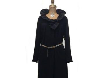 Vtg. Black  Long Sleeve Midi Dress W Romantic Ruffled Collar