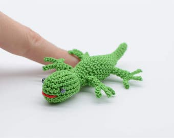 Miniature lizard, little gecko, crochet lizard, Easter gift, amigurumi woodland, green gecko, stuffed animal doll, gift for teens and adults