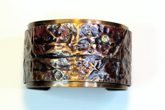 Copper Bracelet was hammered and texturized. The fold forming bracelet is oxidizde with a patina technique and protected by 2 sealer coat