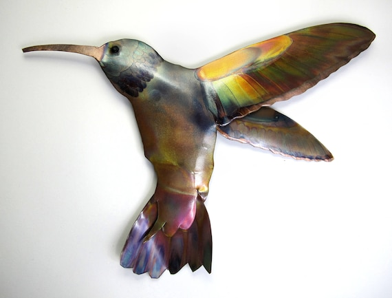 Flame painted copper Hummingbird, a decorative object. Each Colibri are cut and assembled by hand.