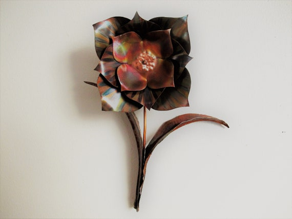 Copper wall decor, a 3D flower flame paint copper. Could be hang directly on the wall.