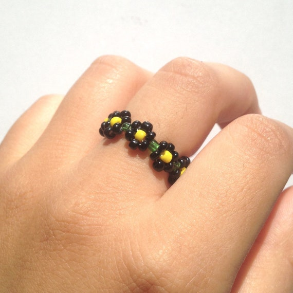 green beaded flower ring daisy bead ring dainty ring
