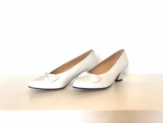 Vintage Woman Wedding Shoes // White woman shoes /