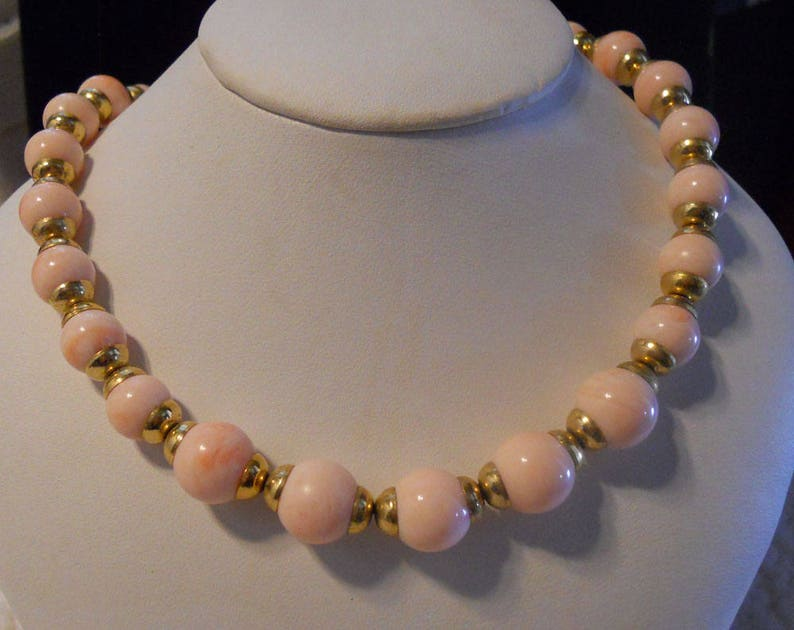 AVON Pink Necklace and Bracelet Set Nice for Day time Tea Gold Tone Metal Mottled Bead Necklace with a smaller bead Bracelet