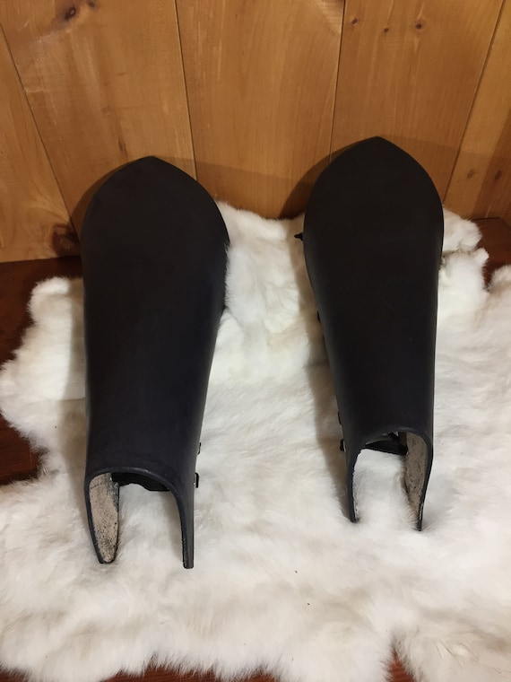 Women's Black Leather Leg Armor Pair (Greaves)