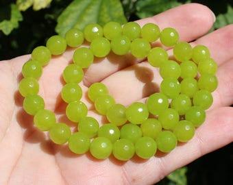 Peridot beads faceted round 8 mm AA37