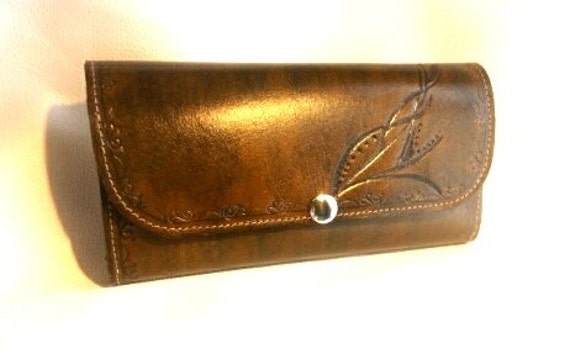 Women's wallet, leather, handmade, leather interior, multi pockets design customized on request.
