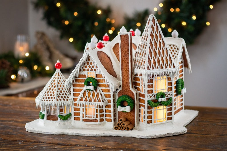 Custom Faux Gingerbread House  Lighted Model Home  Unique image 0
