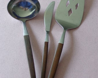 Ekco Eterna mixed lot Canoe Muffin Stainless Flatware, Pie - Cake Server, Butter Spreader Knife and Ladle