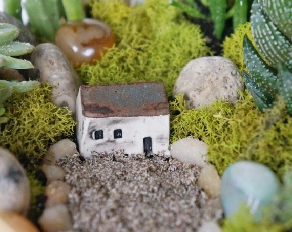 Tiny House - Ceramic Terrarium Decor