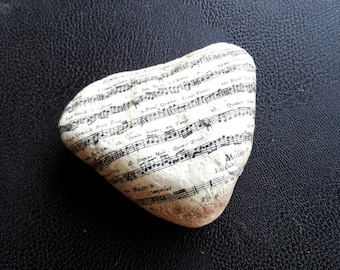 Stone paperweight MUSICAL heart,