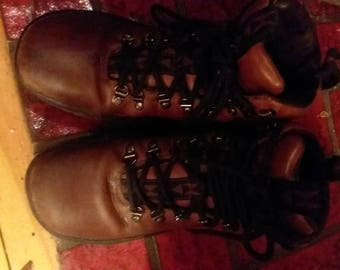 Women's Brown Leather Lace up Ulu boots!