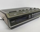 Vintage General Electric AM FM Clock Radio Alarm, Model 74642B Faux Wood Grain, Blue LED Bedside Desk Clock Radio