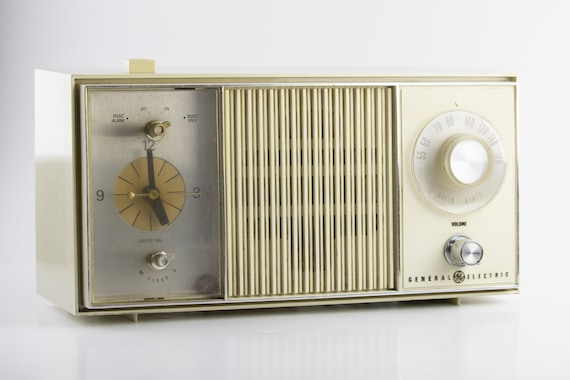 Vintage 1960s GE Radio, Vintage General Electric Alarm Clock Radio, Retro  White Table Radio, Mid Century Solid State Radio Model C4420-A