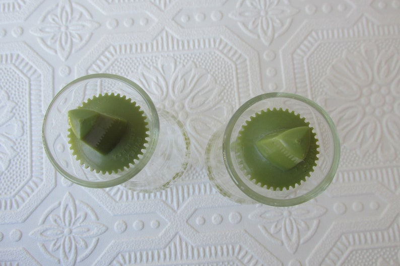Vintage Pyrex Glass Salt and Pepper Shakers 1970s Vintage Kitchen Decor Vintage Green Crazy Daisy Shakers Pyrex Spring Blossom