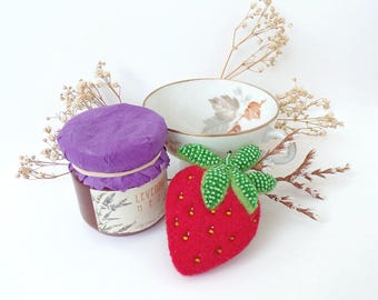 Strawberry Needle Felted Brooch, Beaded Strawberry Fruit Brooch, Woolfelt Strawberry Brooch, Handmade Fruit Brooch, Strawberry Pin