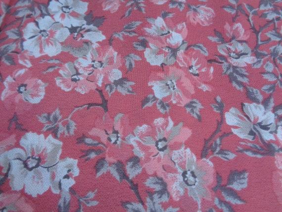 Dark Navy//White Printed Floral//Flower Poly//Elast Light Crepe Dressmaking Fabric