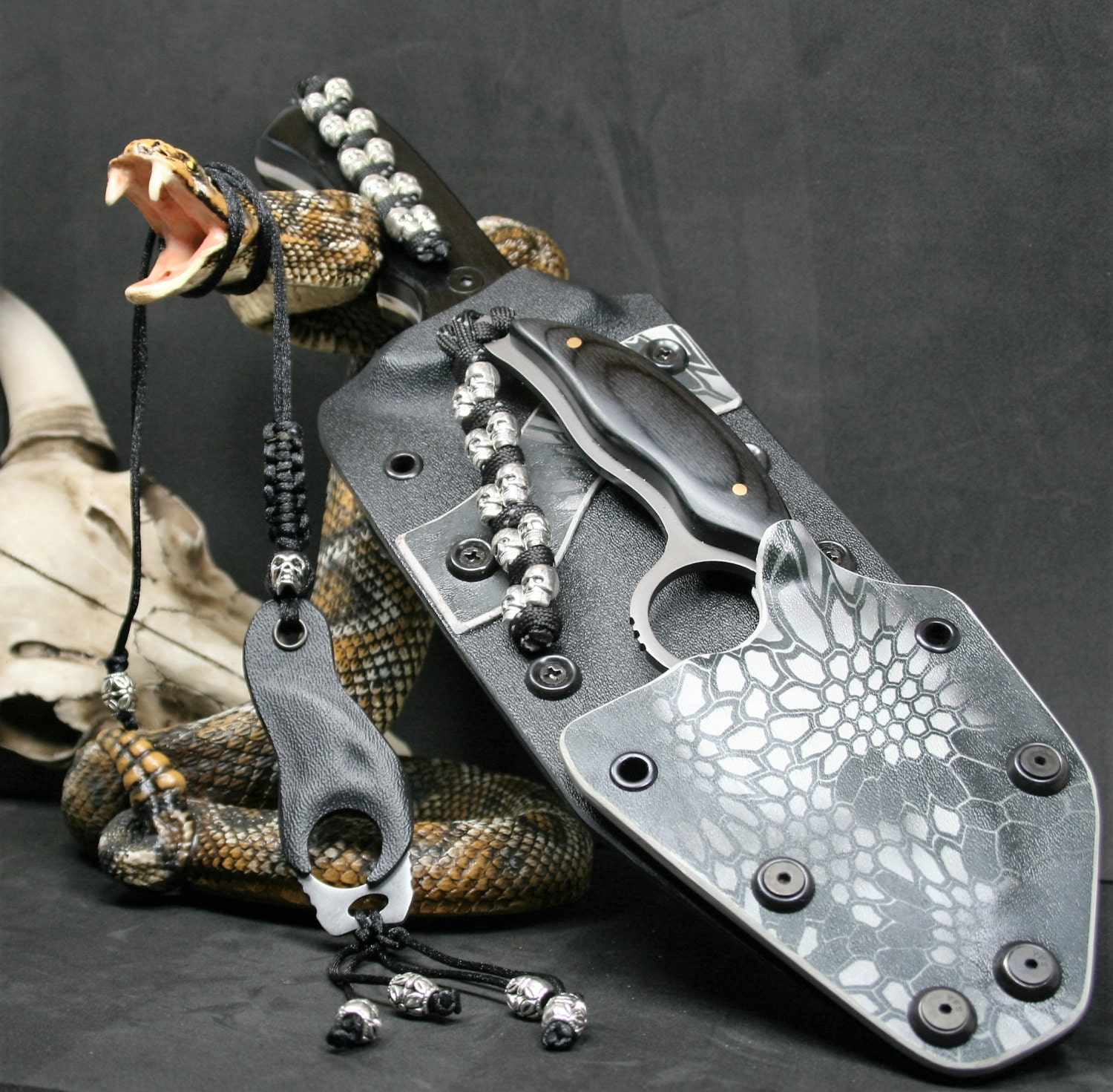 Kydex Knife Sheath: Huntsman/with Knives Kydex Sheath And Paracord Or Leather