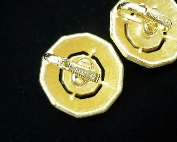 Vintage Crown Trifari Gold Button Clip Earrings, … - image 6