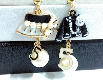 Charming Vintage earrings black and white