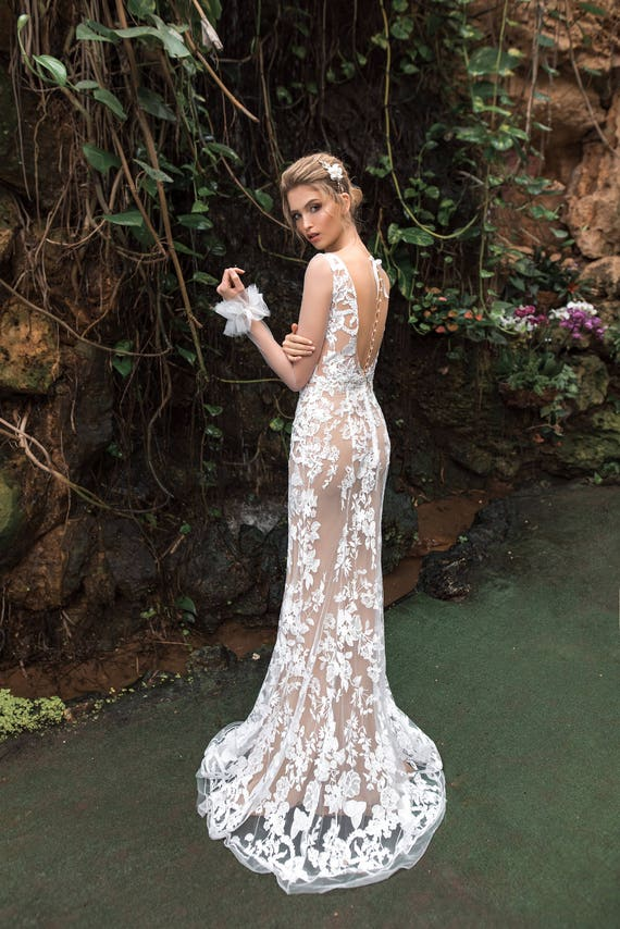 Sexy Sheer Lace Wedding Dress Mermaid Silhouette Gowns Floral Lace Bridal Dress