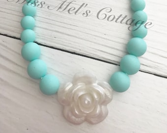 Adjustable Lovely Floral Bloom Teething/Sensory Necklace/kids/babies/chewelry/silicone beads/baby shower gift/aquas/pearl white flower