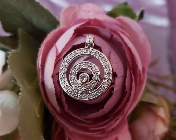 Handmade 925 Sterling Silver Diamond Past Present Future Circle Halo Pendant.