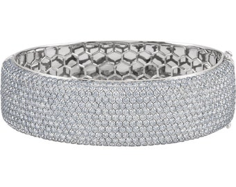 Gorgeous Handcrafted 18 Karat White Gold 16.00 Carats Pavé Bangle SI1 Clarity G-H Color Diamond Bracelet
