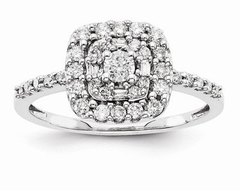 Beautiful 14 Karat White Gold Multi-Stone 0.510 Carat Diamond Engagement Ring