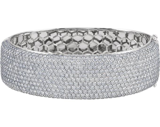 Gorgeous Handcrafted 18 Karat White Gold 16.00 Carats Pavé Bangle SI1 Clarity G-H Color Diamond Bracelet